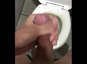 handjob,solo,gay,punheta,gozando,soloboy,banheiro,novinho,gay-amateur,gay-porn,gay Novinho batendo...